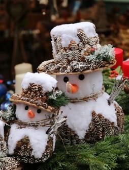 snowmen-550355_640