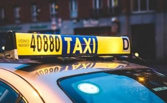 taxi-2118183_640