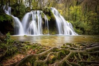 cascade-1144119_640